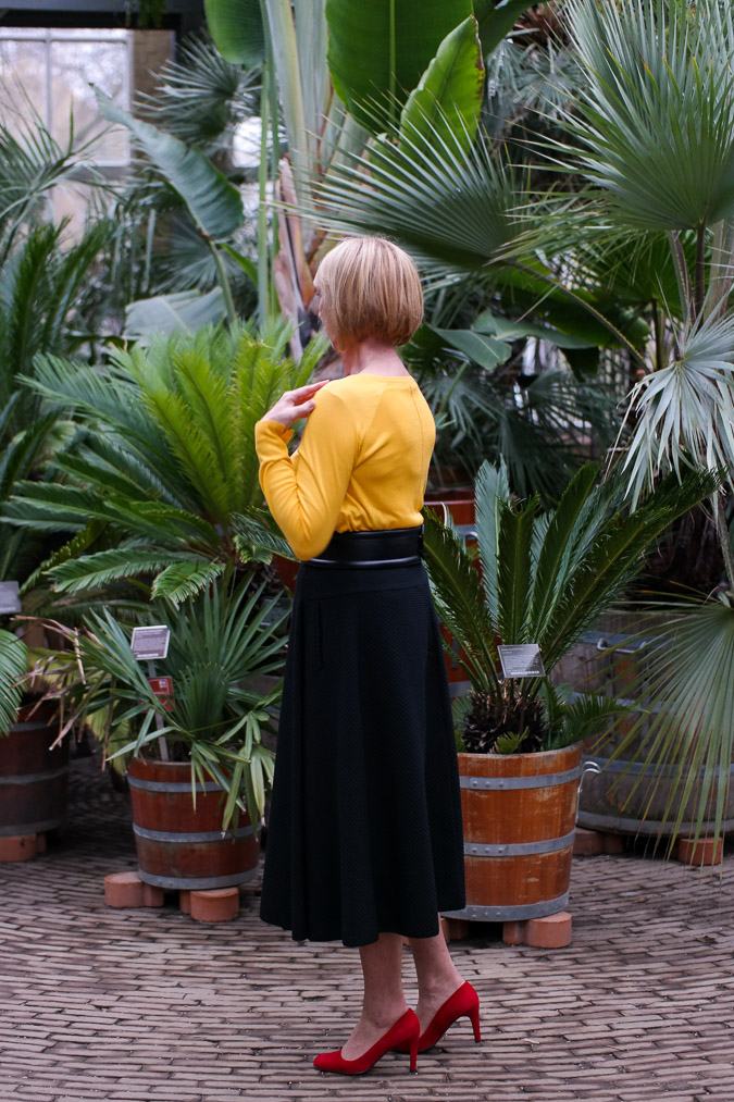 Long black circle skirt Max Mara with yellow jumper 4