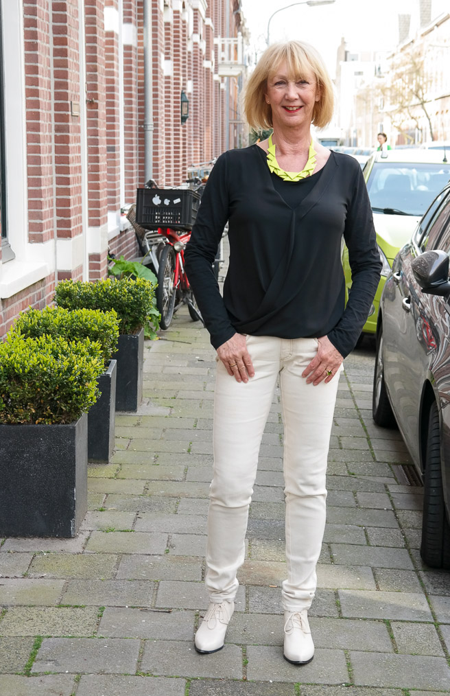 black Theory top, cream jeans and booties. Lime necklace.