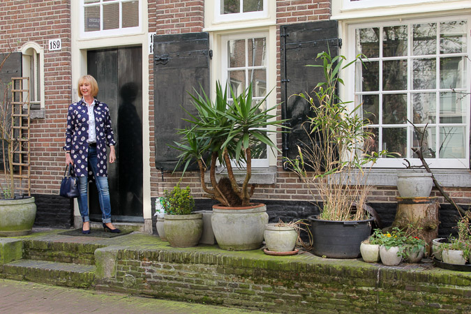 blue Kenzo jacket dress and houses in the Jordaan Amsterdam