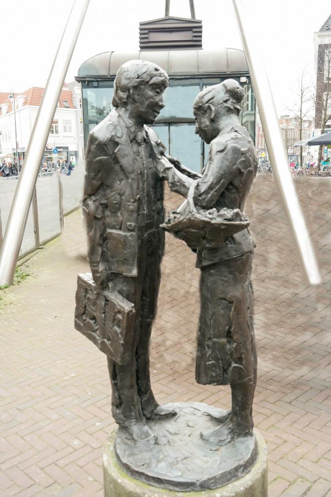 Statue by Kees Verkade: flower girls of Haarlem