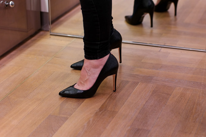 Trying on shoes in Rotterdam (31)