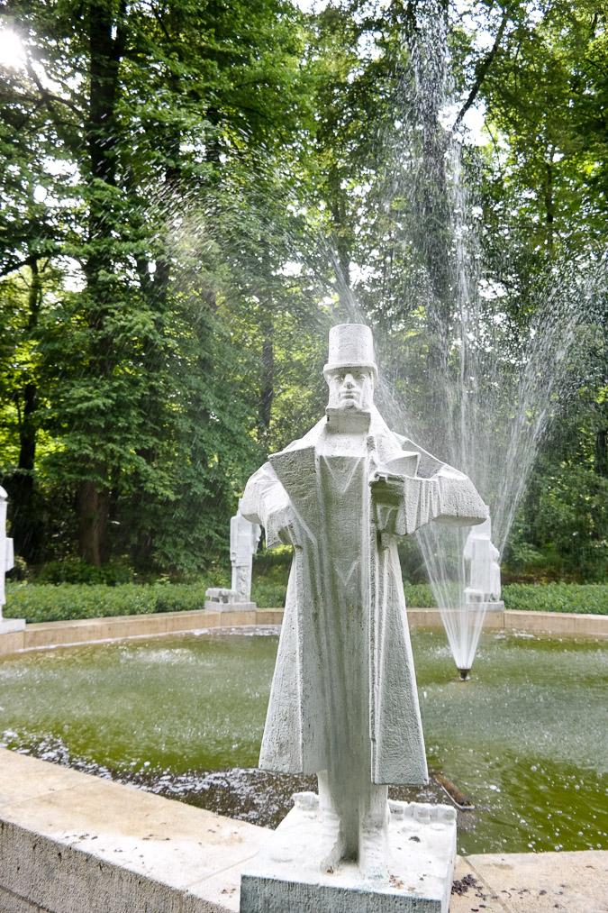 Hildebrand monument