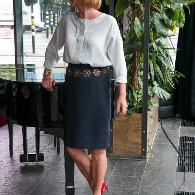 A blue pencil skirt for lunch with Carin and Sylvia