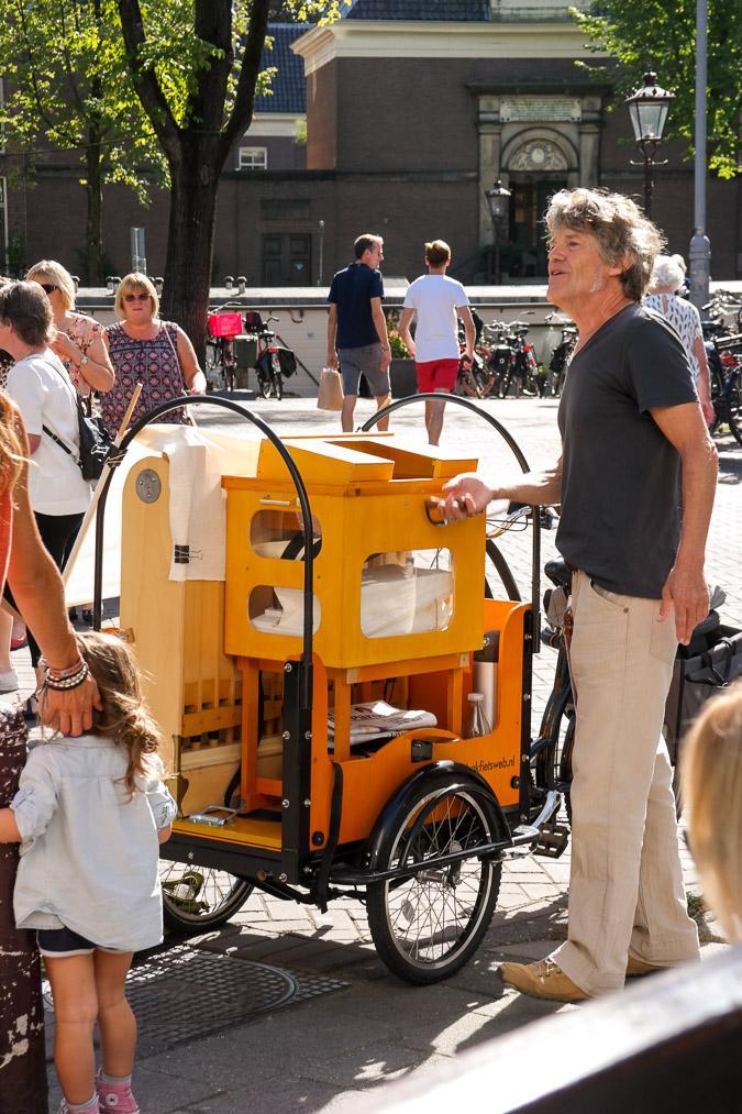 Amsterdam Noordermarkt organ-grinder