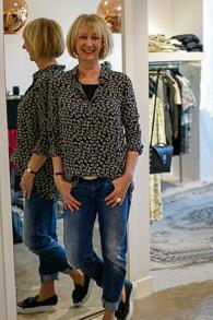 Shirt Ganni, jeans G-Star, sneakers Essentiel