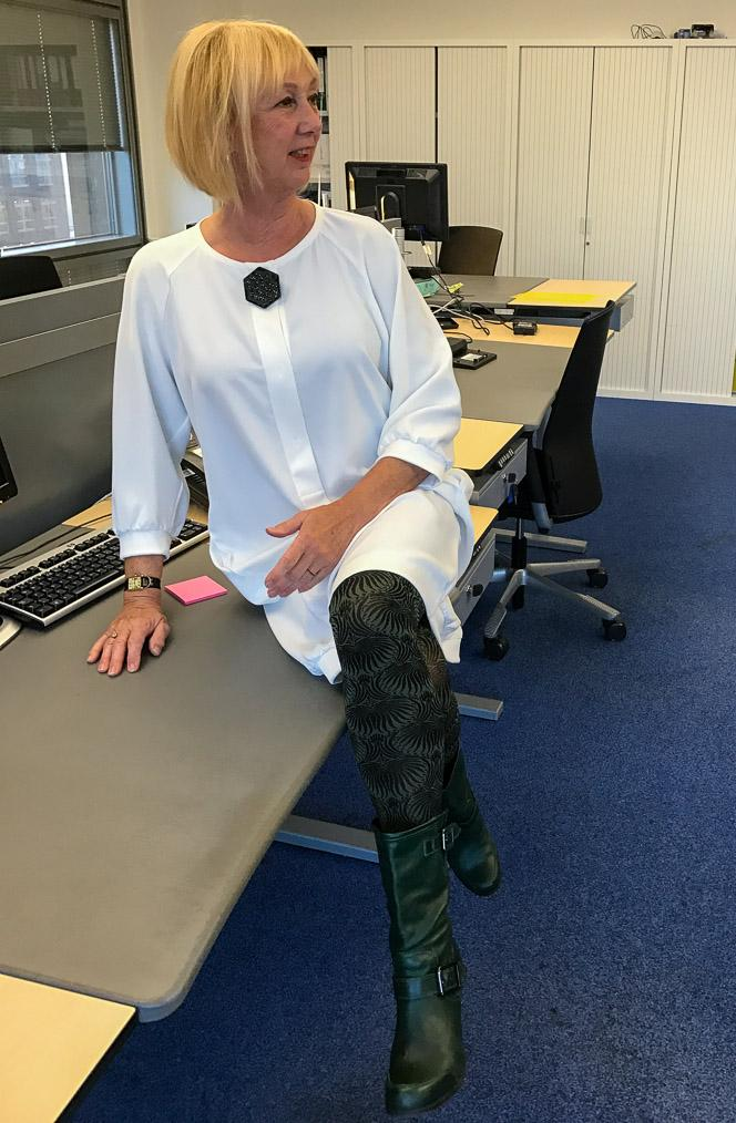winter-white-dress-with-green-boots_lr