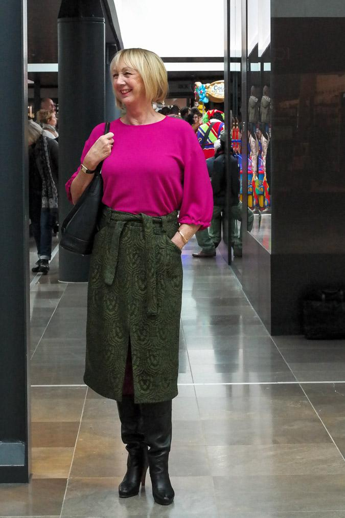 Fuchsia top and green skirt by Essentiel
