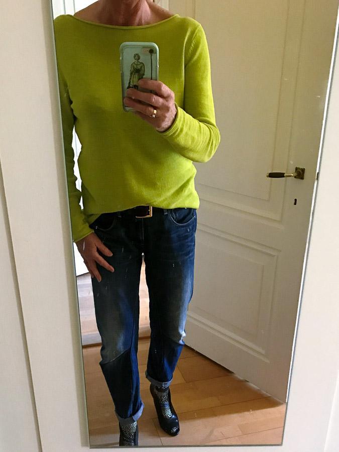 Lime sweater, boyfriend jeans G-star and peeptoe pumps witjh socks
