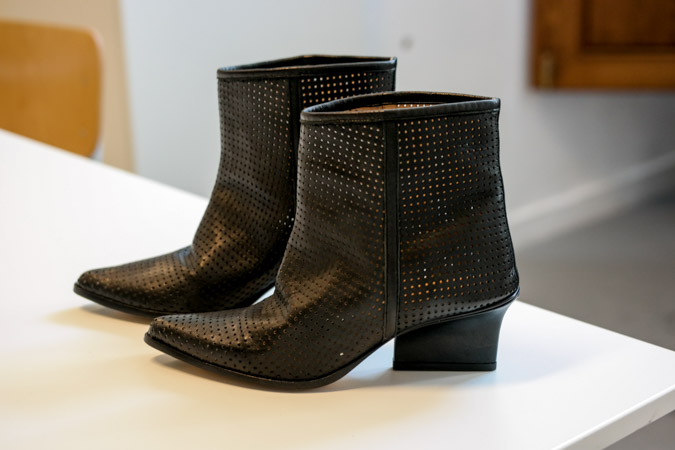 Contemporary, timeless and comfortable high heeled shoes