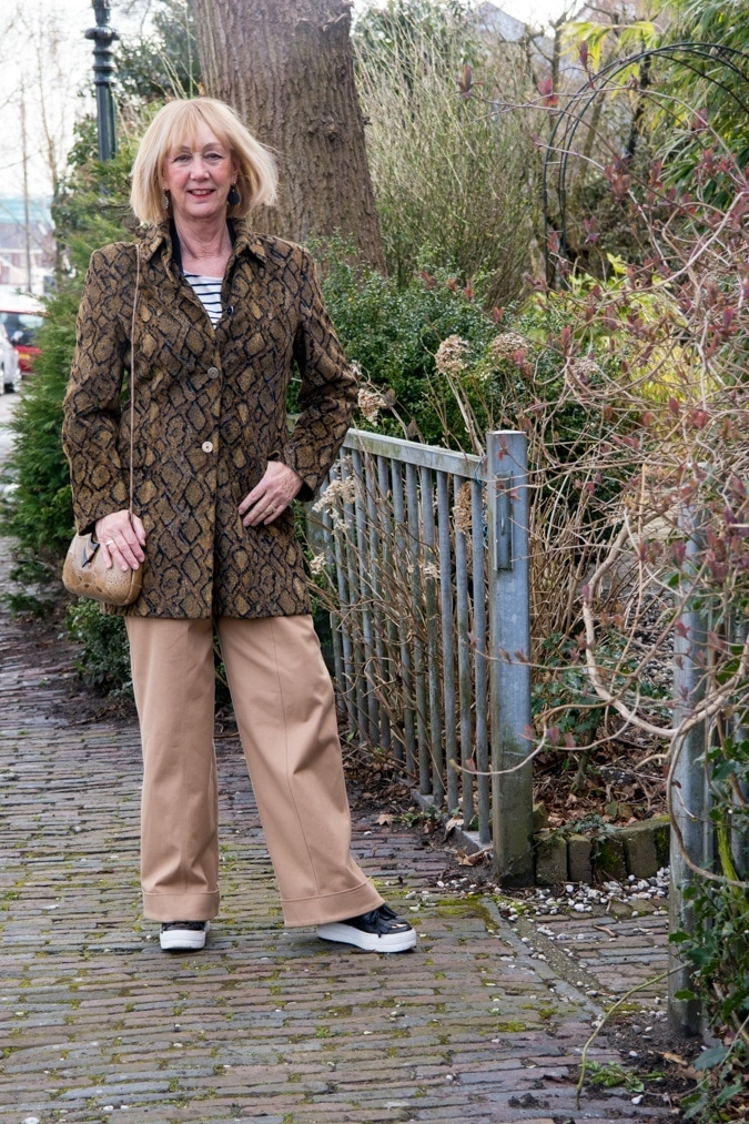 Wide khaki trousers