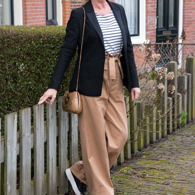 Wide khaki trousers by Joline Jolink