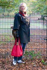 Grey kimono coat and red tote bag