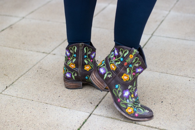 Ankle boots with flowers