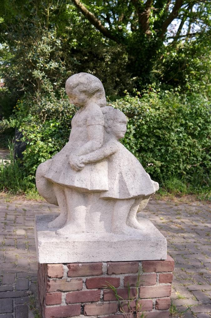 children statue