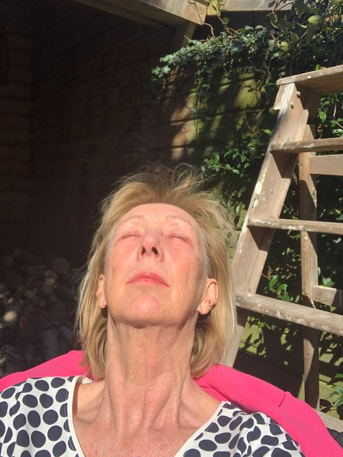 sun bathing no make-up
