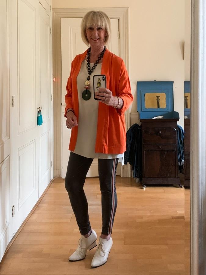 Outfit Wednesday orange jacket