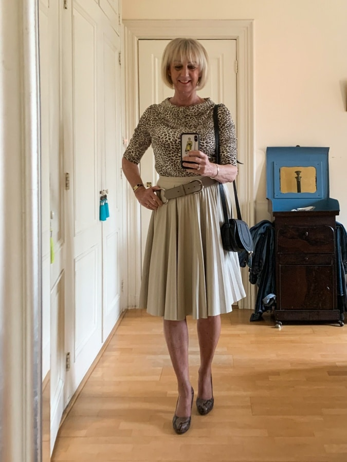 Tuesday outfit, cream pleated skirt