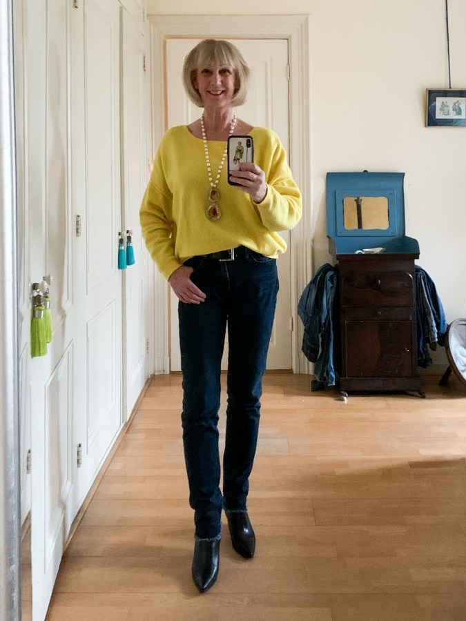 yellow jumper American Vintage on frayed jeans