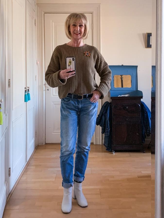 Friday, khaki jumper on boyfriend jeans