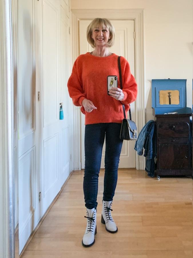 OOTD Orange jumper on blue leggings