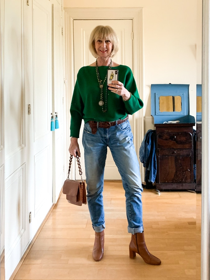 Boyfriend jeans with green jumper with French Kande necklaces and bracelet