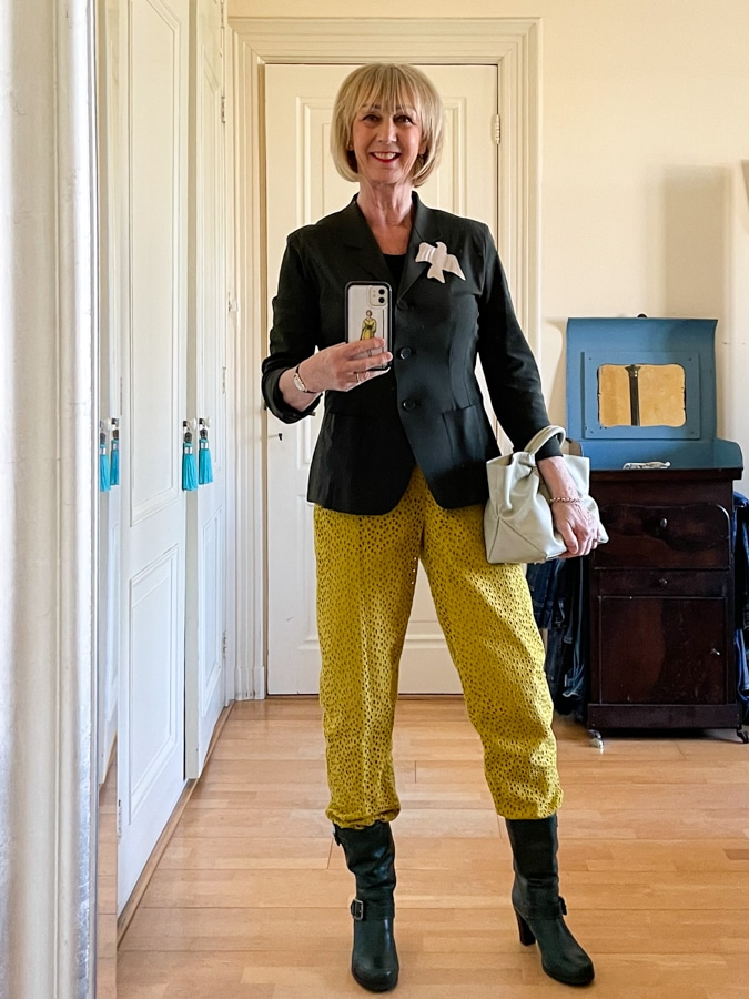 Ochre yellow trousers with Demellier bag