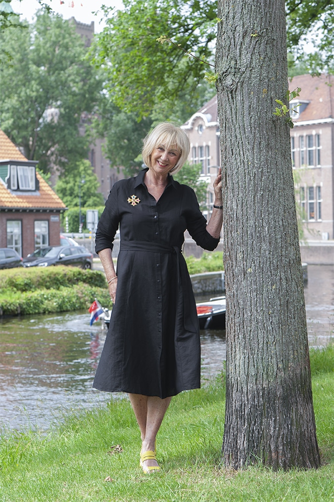 Black linen dress with yellow sandals