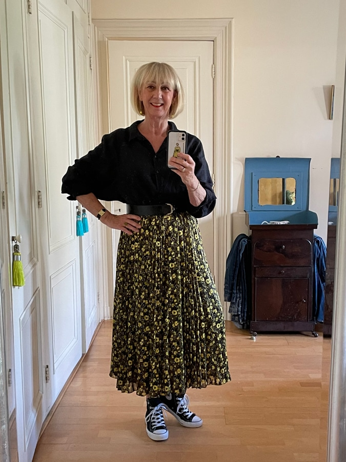Yellow and black pleated skirt