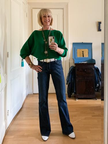 Flared jeans green jumper and French Kande necklaces