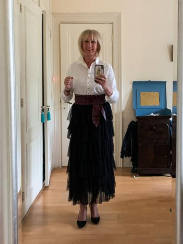 Outfit tiered skirt with white shirt